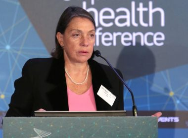 Κεντρική Ομιλία: Δρ. Μιράντα Ξαφά, Οικονομολόγος - Senior Scholar, Centre for International Governance Innovation (CIGI), Πρώην Στέλεχος ΔΝΤ - Τίτλος Ομιλίας: «Εκτός προγράμματος, και εκτός αγορών»