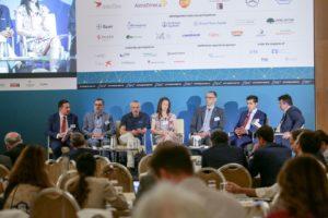 Στρογγυλό Τραπέζι IΙ: «Πολιτική φαρμάκου και έλεγχος της φαρμακευτικής δαπάνης» Συμμετείχαν οι ομιλητές (από αριστερά στην φώτο): Χάρης Ναρδής, Πρόεδρος ΔΣ & Διευθύνων Σύμβουλος Astellas Pharmaceuticals Ελλάδας, Κύπρου & Μάλτας & Ταμίας, ΣΦΕΕ, Νίκος Δέδες, Πρόεδρος, European AIDS Treatment Group & Πρόεδρος, Θετική Φωνή, Γεώργιος Γιαννόπουλος, πρώην Γενικός Γραμματέας Υπουργείου Υγείας, Ιατρός – Ρευματολόγος, Έλενα Χουλιάρα, Πρόεδρος & Διευθύνουσα Σύμβουλος, AstraZeneca Ελλάδος & Κύπρου, Γραμματέας PhRMA Innovation Forum, Μάρκος Ολλανδέζος, Επιστημονικός Διευθυντής, Πανελλήνια Ένωση Φαρμακοβιομηχανίας (ΠΕΦ) Νίκος Κωστάρας, Γενικός Διευθυντής, IQVIA Ελλάδας. Συντονιστής: Αιμίλιος Νεγκής, Δημοσιογράφος